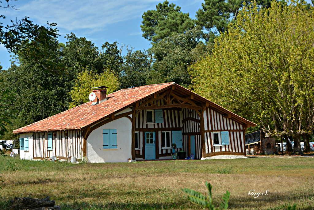 Landes guy salles - Maison en bois peinte ...
